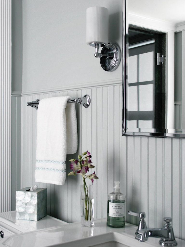 modern-wainscoting-bathroom